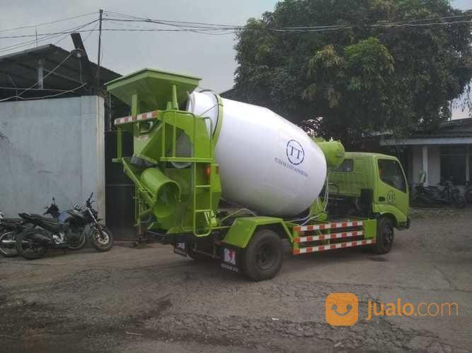 Truk Mixer Hino Jawa Timur (21240895) di Kota Surabaya