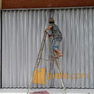 Harga perbaikan pintu pekerjaan reparasi 2135303