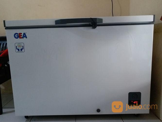 GEA AB-336-R Chest Freezer 330L (21407955) di Kota Depok