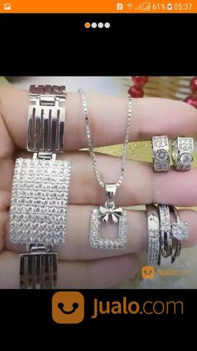 Menerima perhiasan ma perhiasan 22027607