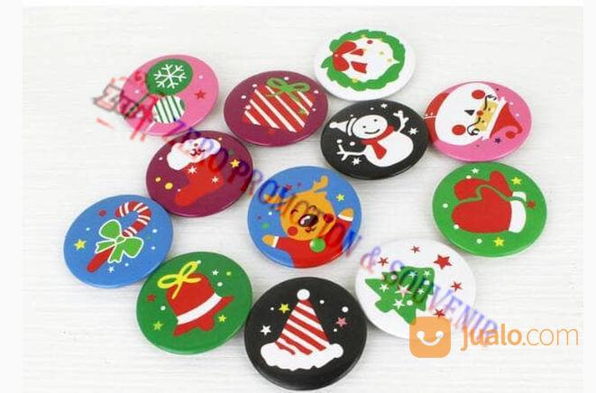 Souvenir pin natal event organizer 22065707