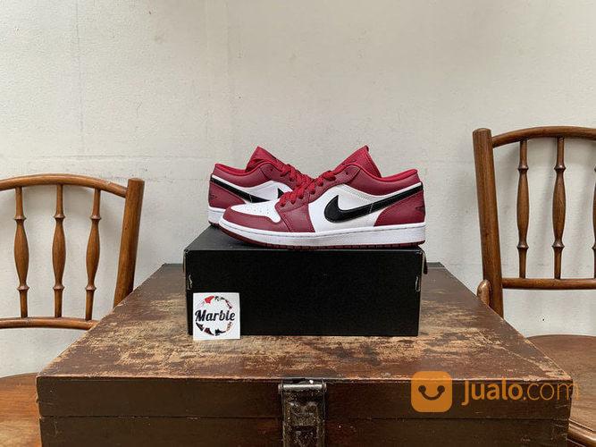 Nike air jordan 1 low sneakers dan sepatu olahraga 23223407