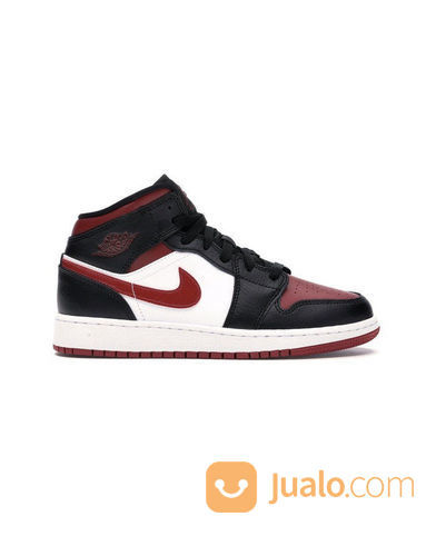Nike air jordan 1 mid sneakers dan sepatu olahraga 23223559