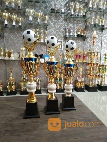 Piala Set Kejuaraan Bola (24115643) di Kota Bandung