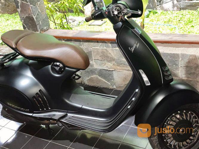 VESPA 946 EMPORIO ARMANI - TANGAN PERTAMA (26129083) di Kota Bandung