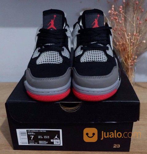 Sepatu Nike Air Jordan 4 Retro Bred X Off White (28598347) di Kota Bandung