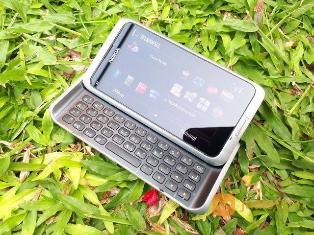Hape Jadul Nokia E7 Slide QWERTY Seken Mulus Kolektor Item (30155733) di Kota Jakarta Pusat