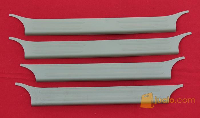 Sill Plate Samping ABS Cream Innova / Fortuner (6585221) di Kota Jakarta Barat