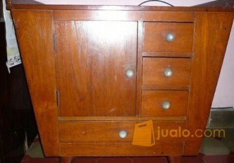 Almari tua vintage kebutuhan rumah tangga furniture 6803069