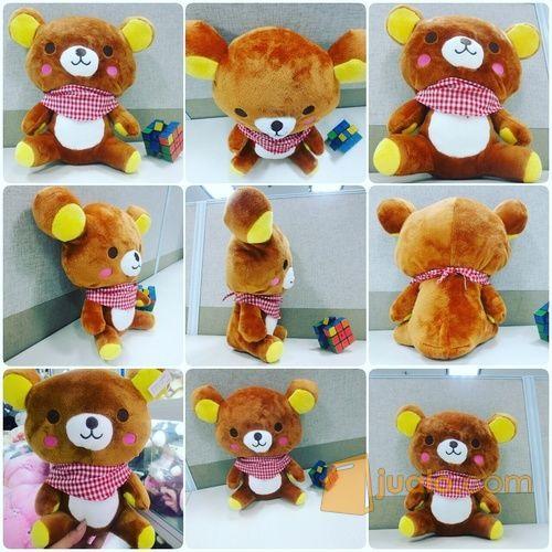 Boneka mainan anak karakter / tokoh fiksi beruang animasi Jepang RILAKUMA 1 ukuran M syal kotak kotak SNI (7168003) di Kota Jakarta Selatan