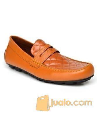 Sepatu ocean slop tan mode gaya pria 8731429