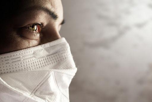 Junto da máscara, os pelos ajudam a evitar o contágio por covid-19. (Fonte: Shutterstock)