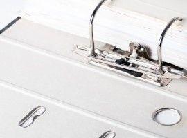 Dokumente, Schriftstücke und Akten im Ordner