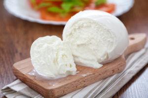 Mozzarella from powdered milk