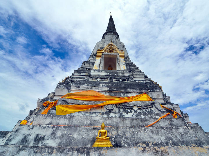 Wat Phu Khao Thong, built by ancient king of Myanmar to commemorate his victory over Ayutthaya