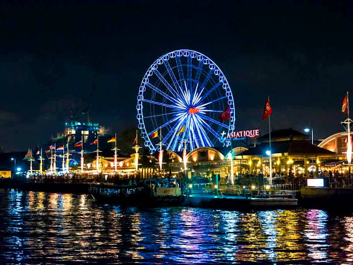 The ship departs daily from Asiatique The Riverfront