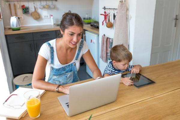 A legit Stay at Home Mom Job that's both fun and easy to start!