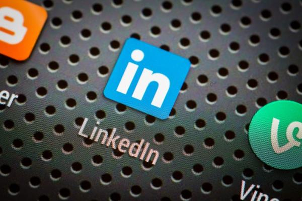 How to Use LinkedIn to Connect with New Customers