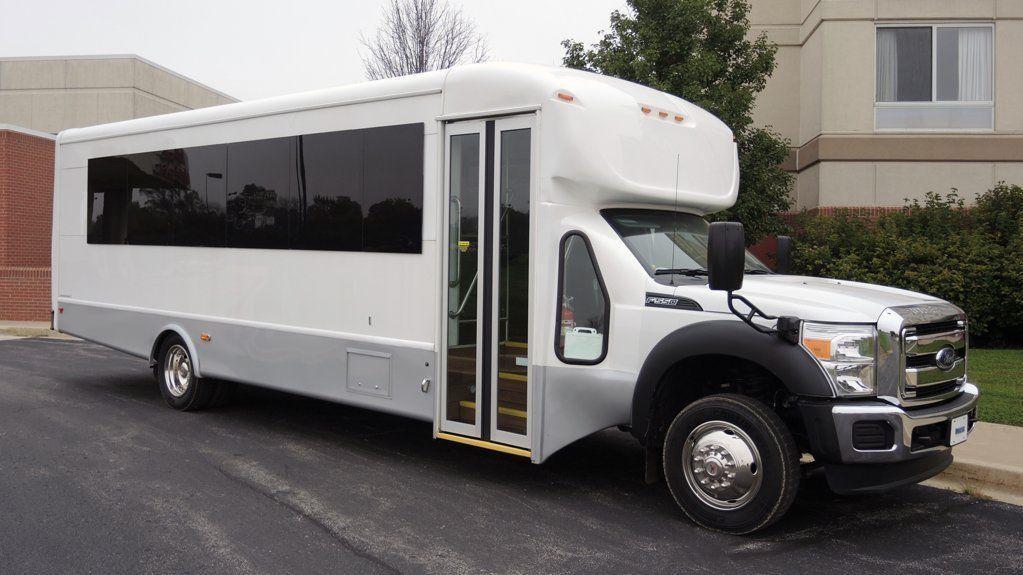 2015 Ford Starcraft 28 Passenger w/ Luggage Shuttle Bus