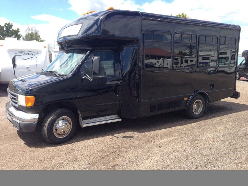 2006 Ford E-450 Super Duty – V-10 party/limo/shuttle/church bus