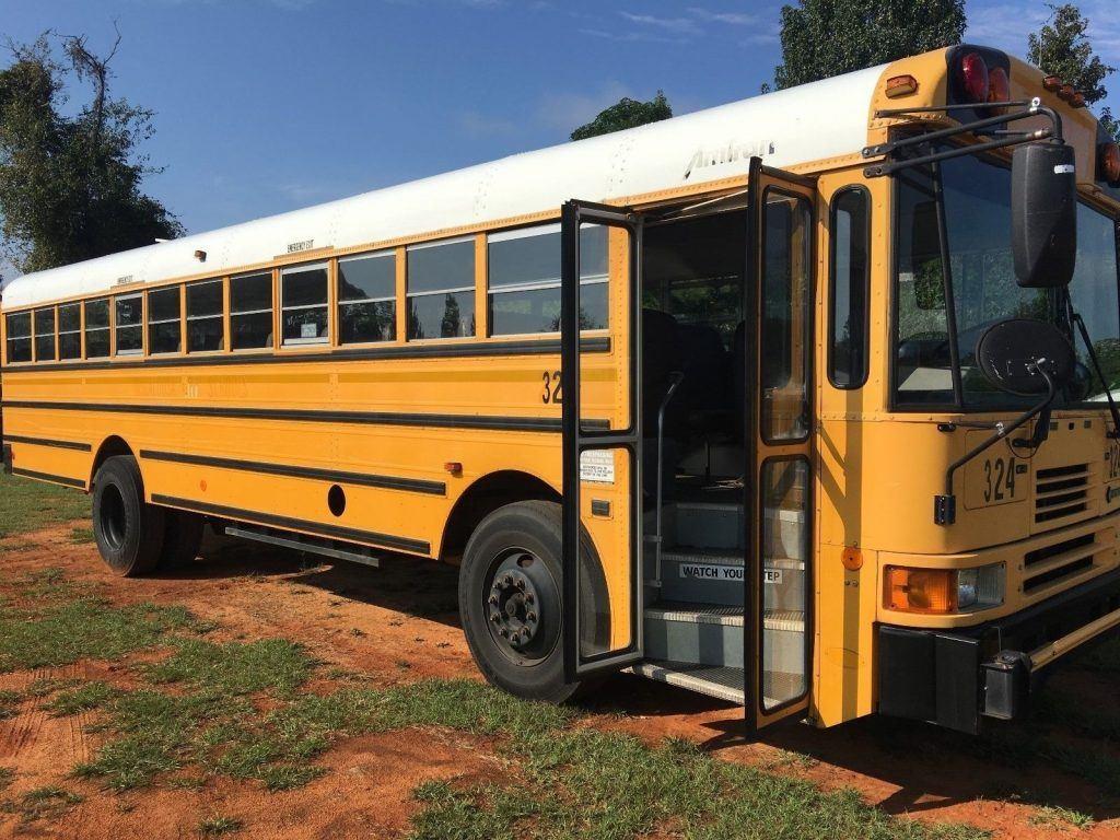 2001 International Genesis School Bus