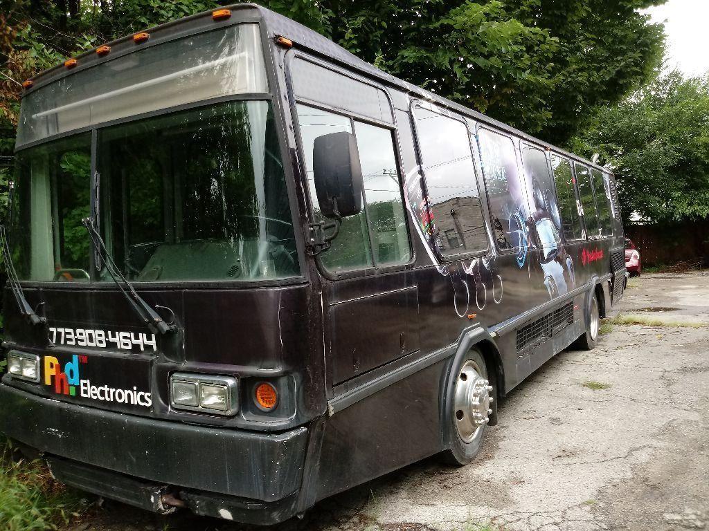2004 El Dorado National Shuttle Bus