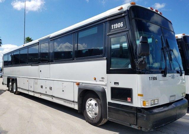 2004 MCI D4500 bus