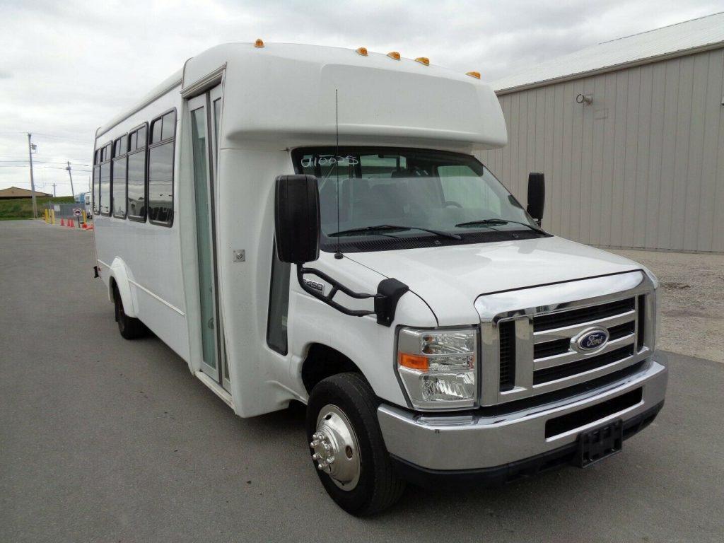 2015 Ford E450 Elkhart Coach 25 Passenger Shuttle