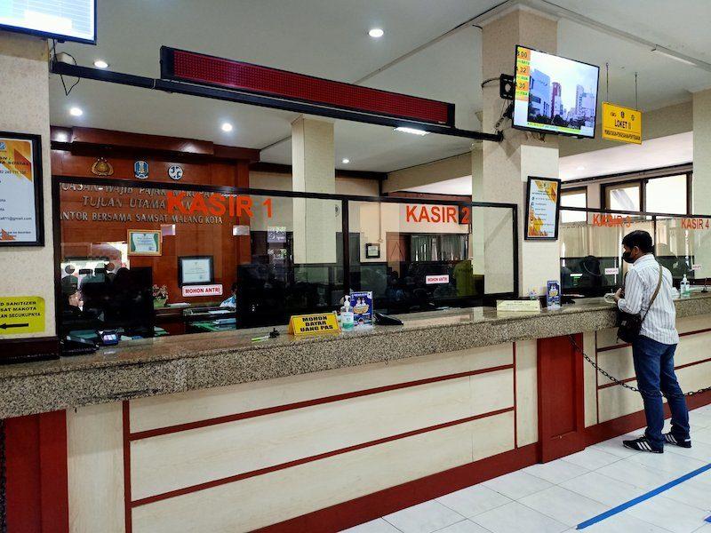Mengurus Perpanjangan STNK di Samsat Malang