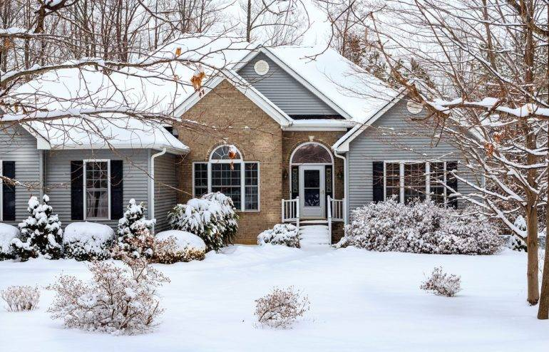 WINTER ROOF MAINTENANCE: HOW ROOF & GUTTER CLEANING COULD SAVE YOUR HOME THIS WINTER