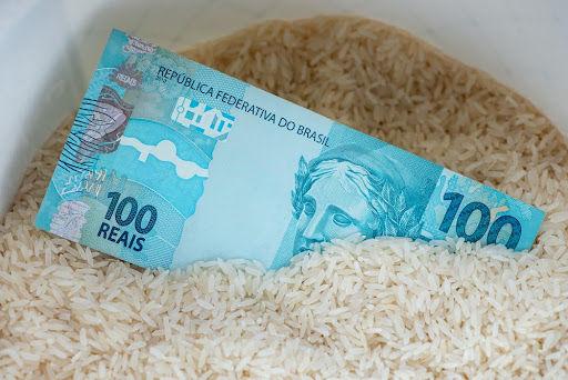 A inflação e o desemprego são problemas que podem se estender por muitos meses no cenário nacional. (Fonte: Marco A M Oliveira/Shutterstock/Reprodução)