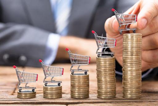 Inflação reduz o poder de compra e atinge mais consumidores com menor renda. (Fonte: Shutterstock/Andrey_Popov/Reprodução)