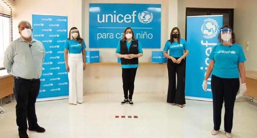 Donan equipos de protección para personal de salud