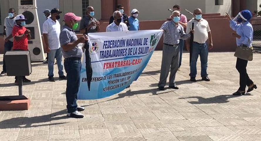 Empleados antiguo IDSS solicitan al presidente una pensión especial