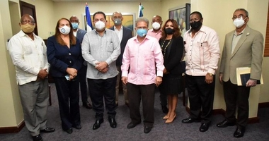 Colegio Médico se reúne con director SNS