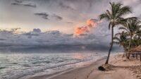 5 Pantai di Jawa Barat dengan Best View, Wajib Kamu Kunjungi!