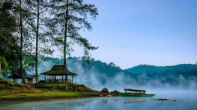 Rasakan Sensasi Melihat Keindahan Sunrise Terbaik Dari Situ Patenggang Yuk!