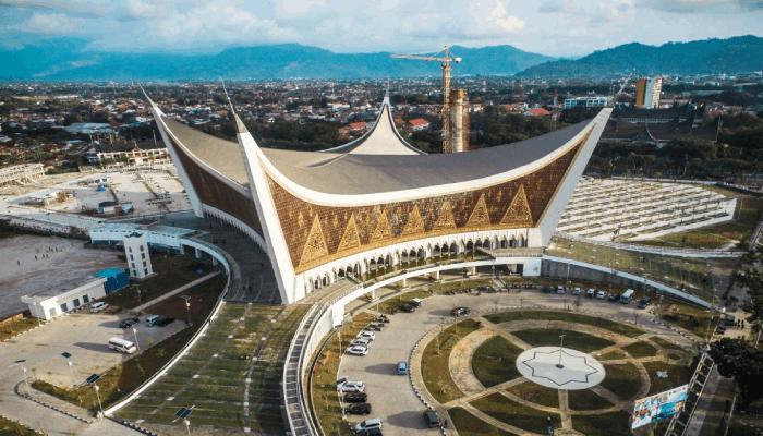 Masjid Raya Sumatera Barat Megah dan Tahan Gempa Bernuansa Khas Minang