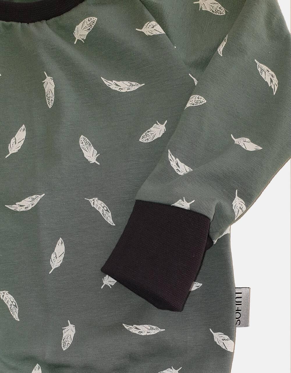 Langarm-Shirt grün mit Feder