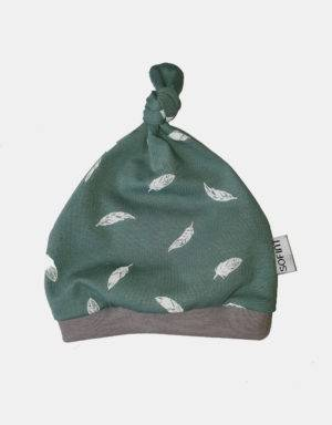 Babymütze grün mit Feder