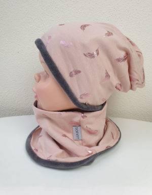 Wendemütze + Halssocke zart kupfer-rosé mit Federn