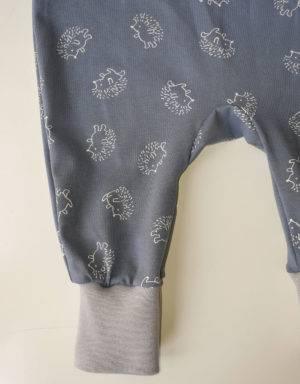 Strampler blau mit Igel