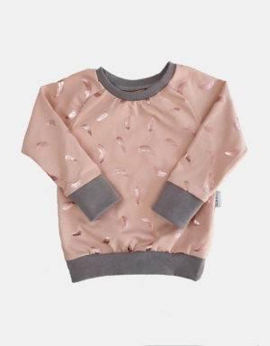 Babymütze zart kupfer-rosé mit glänzenden Federn