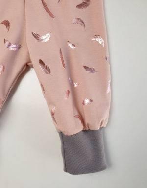 Pumphose zart kupfer-rosé mit glänzenden Federn