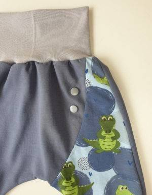 Pumphose (Baggy-Style) blau mit Krokodil