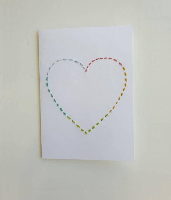 Geschenkkarte Herz aus buntem Garn