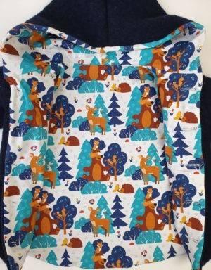 Walkjacke dunkelblau, Bär im Wald
