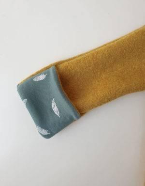 Walkjacke senf-gelb, grün mit Feder