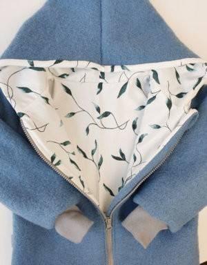 Walkjacke blau, weiß mit grünen Blättern