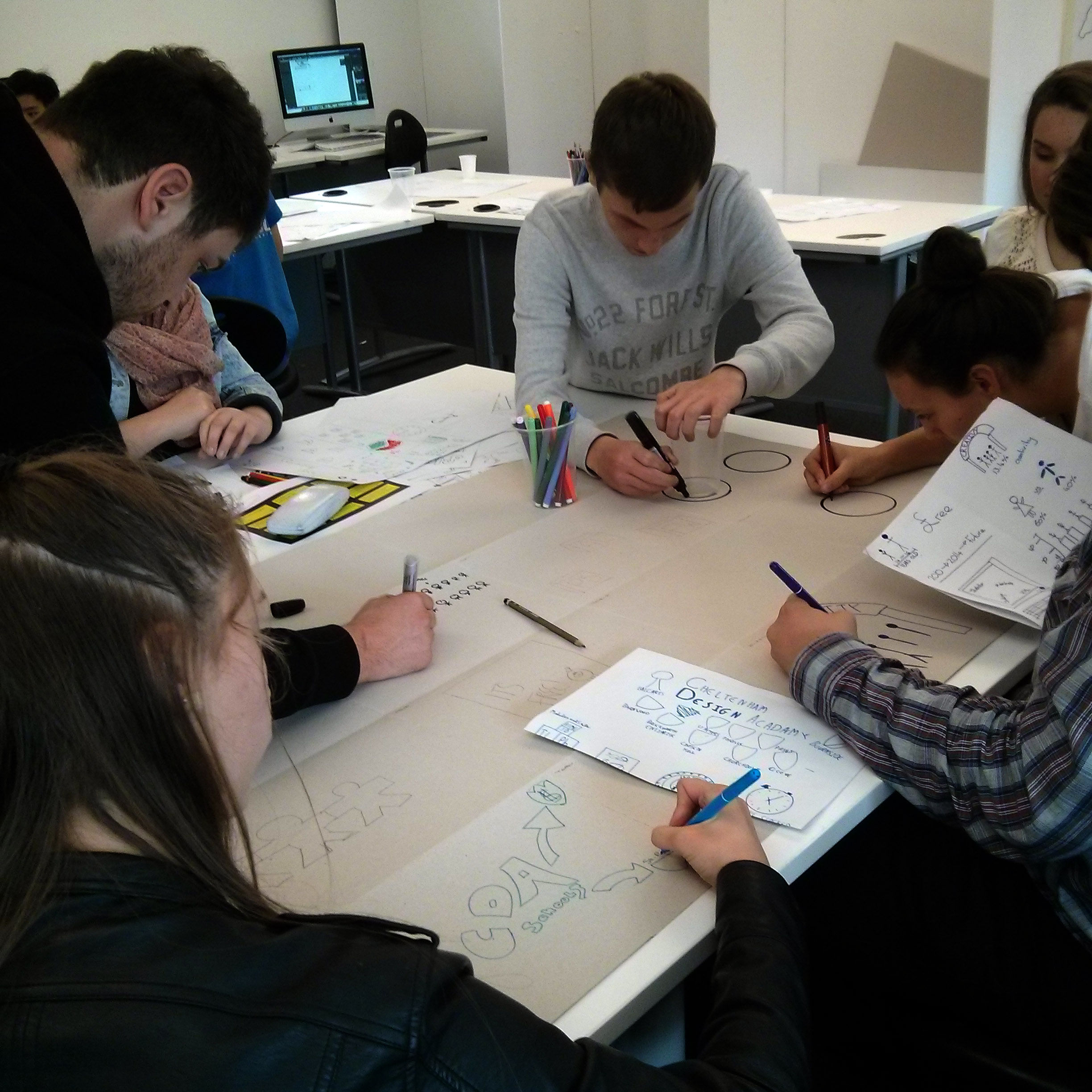 students-sketching-infographics